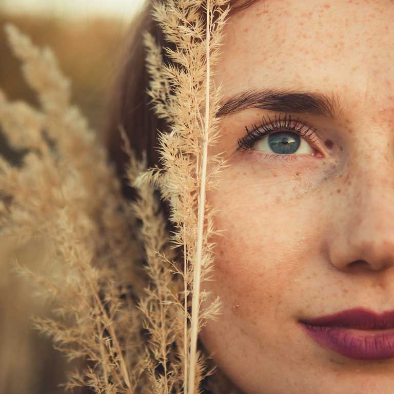 Do you have spots on your skin? Find out why they appear and what advice you should take