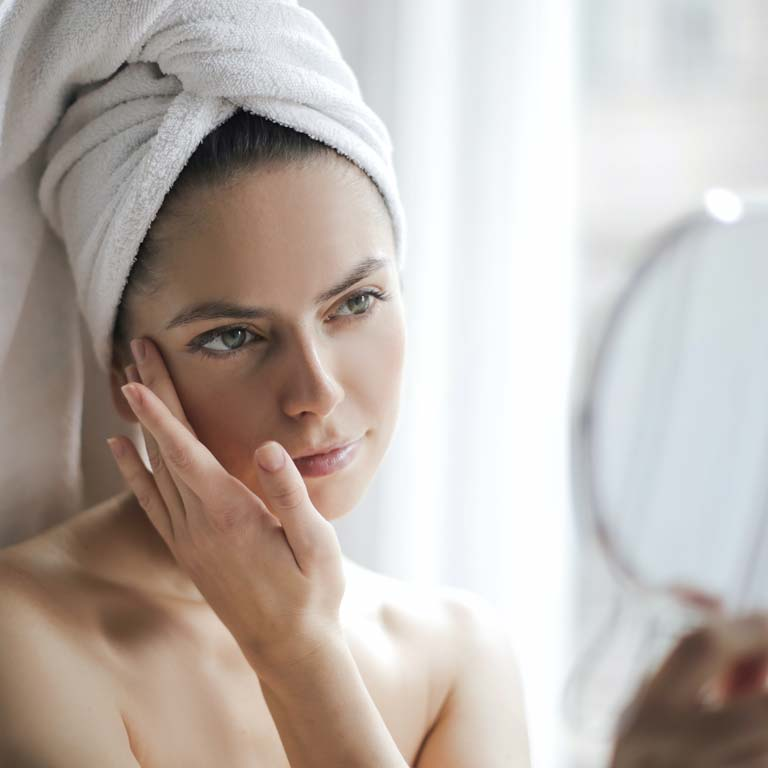 Do you have dry skin? Check out this daily skincare routine